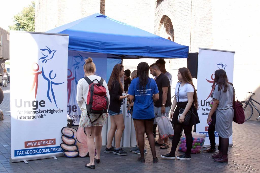 International dag for unge på strøget lærte de om menneskerettigheder
